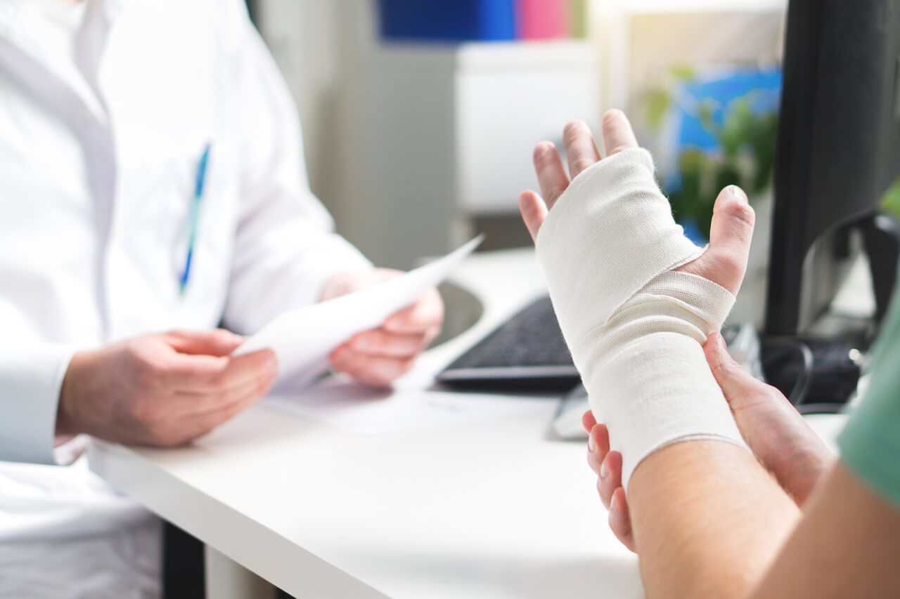 How To Tell If A Bone Is Fractured Or Bruised 6 Ways Orthopedists Know